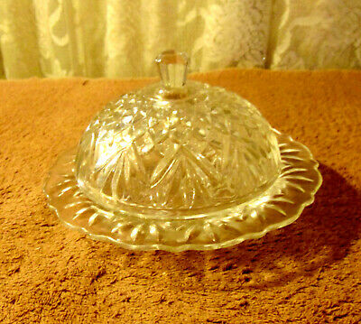 """Anchor Hocking EAPC Prescut Clear 7"""" x 4"""" Pineapple Covered Butter Dish"""
