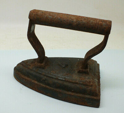 Antique Flat Clothes Iron Victorian Cast Ironing  1.7 kilo F Pugh & Co No 4