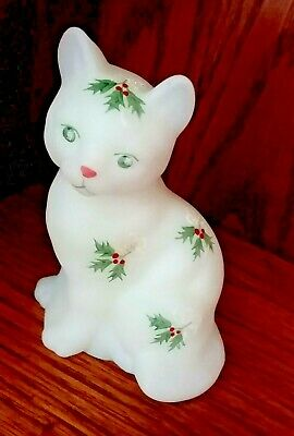 Fenton Cat White Satin Holly Berry Figurine Christmas Winter S Bryan Frit Rare