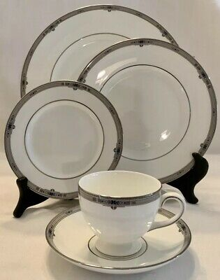 WEDGWOOD AMHERST Platinum 5 Piece PLACE SETTING Dinner Plate Salad Bread Cup
