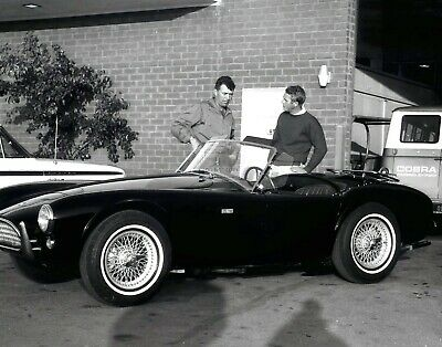 STEVE McQUEEN, CARROLL SHELBY AND A COBRA 289 ROADSTER CAR - 11X14 PHOTO (LG205)