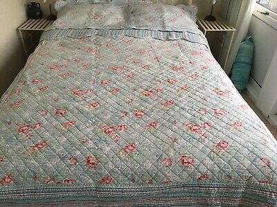 Double Size Reversible Hand Made American Quilt And Matching Pillow Covers