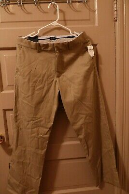 NWT Mens GAP Relaxed Fit Khaki Pants Tailored 30 x 30 Relaxed Fit  MSRP $49.50