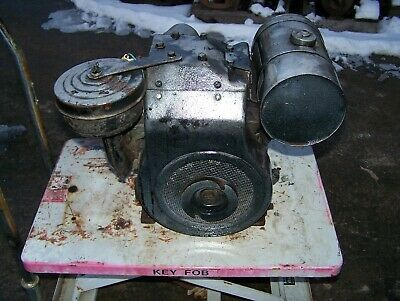 Old BRIGGS STRATTON Model B Air Cooled Gas Engine Walk Behind Garden Tractor WOW