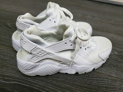 ☆ Vgc Older Girls boys triple white Nike Huarache trainers size 3 fit 2.5 2 ☆
