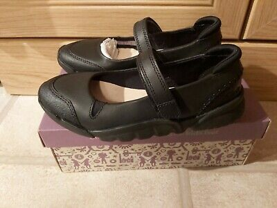 Cute Brand New Clarks Girls Black Leather School Shoes Size 11.5F Tri Rosie