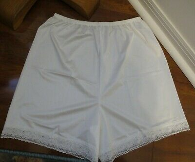 VANITY FAIR WHITE LACY NYLON bloomers pettipants sissy split half slip size M