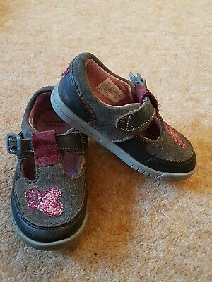 Clarks 4.5f Grey And Pink Toddler Shoes