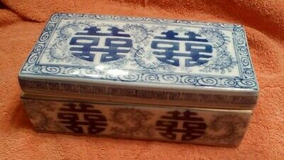Vintage Chinese Porcelain Qianlong Mark Blue & White Covered Box