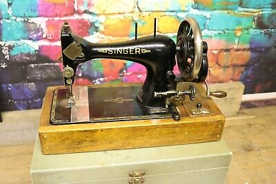 Vintage singer sewing machine black gold wooden plinth with box Case manuals