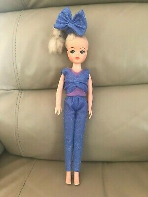 Vintage Sindy doll Trendy girls funtime collection 0033055X in original clothing