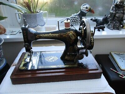 Vintage  Singer hand crank sewing machine in wooden case 1895 Reg no. 12724543