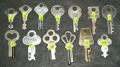 Lot of 143 vtg Factory Cut Key - Luggage - Steamer Trunk Suitcase - some blanks