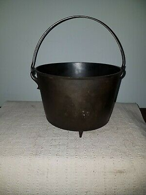 Antique Large Gate Mark Cast Iron 3 legged No.8D  Bean Pot / Cauldron Wire Bail