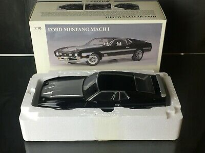 AUTOart 1/18 FORD MUSTANG MACH 1 FASTBACK 1971 BLACK 72823