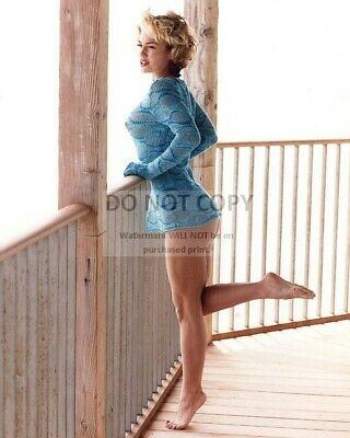 Kelly Carlson Actress And Model Pin Up - 8X10 Publicity Photo (Sp405)