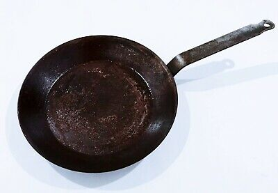 Black cast-iron carbon steel frying saute pan chef cook kitchen knife cookware