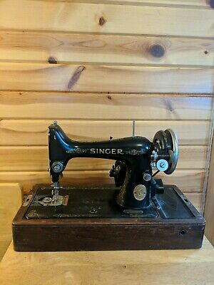 Vintage Singer Sewing Machine With Wood Case
