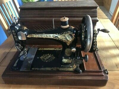 Antique/Vintage Singer Hand Crank Sewing Machine 28k (yr 1903)
