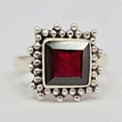 925 Sterling Silver Garnet Gemstone Ring Size 6 US 3.89 gms Jewelry CCI