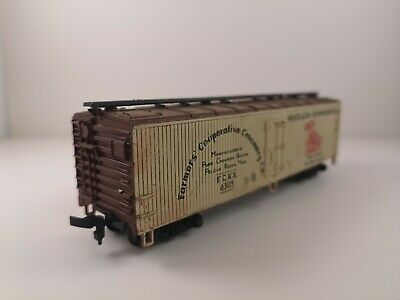 HO Scale AHM Farmers' Co-Operative Creamery Reefer Car 6303