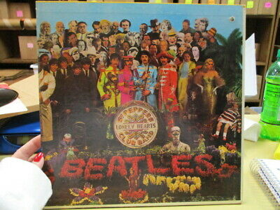 """THE BEATLES """"SGT PEPPERS LONELY HEARTS CLUB BAND"""" 12"""" Record"""