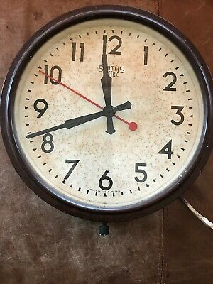 SMITHS SECTRIC VINTAGE BAKELITE  ELECTRIC WALL CLOCK. Fully Working Delhi meduim