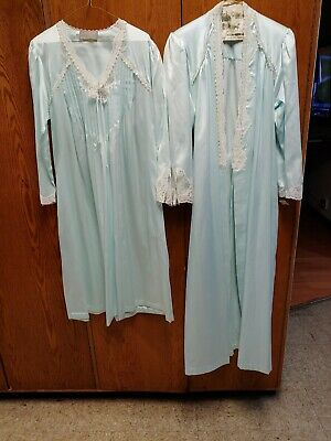 Vtg R Michael Alan Robe and gown Womens Small Powder Ruffle Lace Tie RN 22524