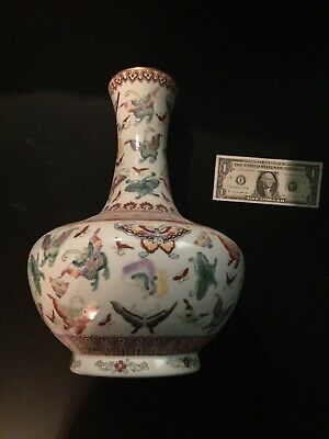 CHINESE  PORCELAIN  VASE VERY FINE DETAIL ASIAN ORIENTAL CERAMIC Butterfly Large