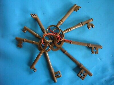 LARGE BUNCH RUSTY OLD VINTAGE KEYS ON KEY RING WITH HANGING HOOK HOME /& GARDEN
