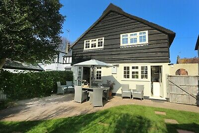SUMMER SCHOOL HOLIDAYS at pretty two bed Norfolk dog friendly cottage sleeps 4