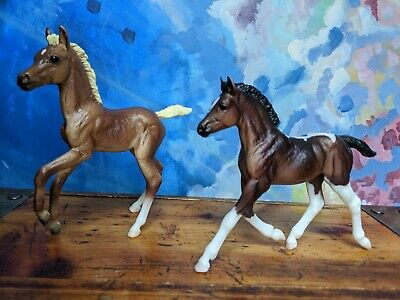 Breyer Classics colorful foals: bay pinto and chestnut lot of 2