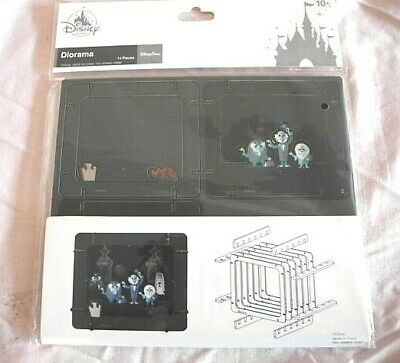 Disney Parks Attraction Haunted Mansion Hitchhiking Ghost Diorama 14 Pcs 3D WDW