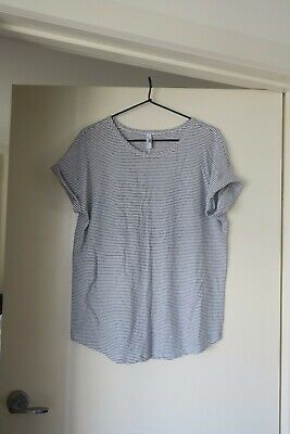 C+ M - Camilla and Marc T- Shirt- Size m-l