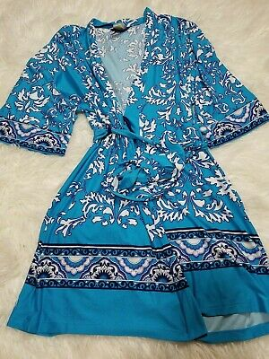 IN BLOOM-Jonquil Short Wrap Robe, S/P Blue and white Modele VERY NICE!