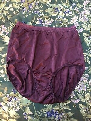 Vintage Hanes  Shiny Silky Nylon Panties  Size 6 Stretchy Lace Trim PURPLE