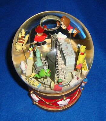 2002 Macy's Thanksgiving Parade Musical & Motion Snow Globe