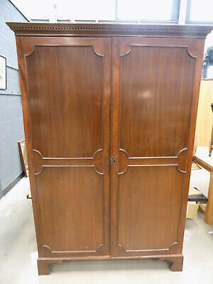 mahogany,panelled,double,wardrobe,bracket feet,hanging rail,antique,edwardian