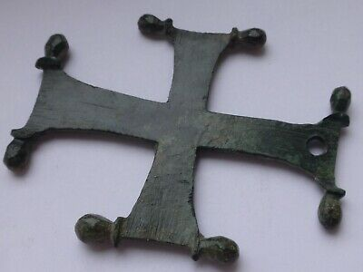 Bronze Cross. Byzantine, 7th-10th.  11.04 g / 51-39 mm.