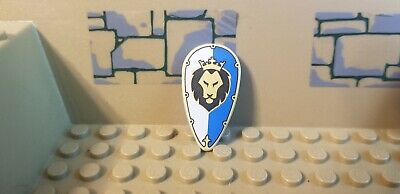 Lego Castle Minifig Shield Triangular w// Black and Gold Lion Head with Crown NEW
