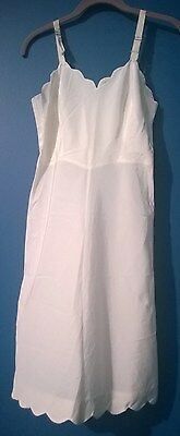 WOMEN'S FULL SLIP  IVORY  with SIDE ZIPPER and SCALLOPED EDGING   VINTAGE