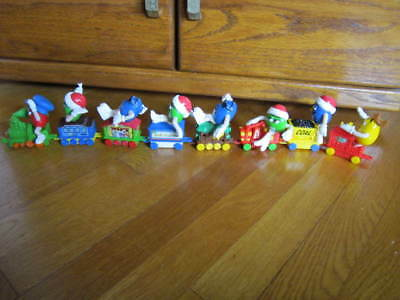 M & M's Series #1 Christmas Train Set 6 Cars +Engine & Caboose