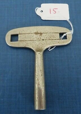 Vintage clock winder key. Size No. 5 / 3.50 mm Old antique winding keys.