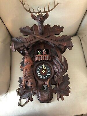 VINTAGE BLACK FOREST Schwarzwald CUCKOO CLOCK MUSICAL DANCERS Deer Hunt Hare Gun