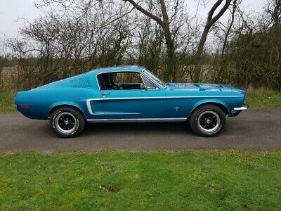 1968 Mustang Fastback V8 and a 5 speed