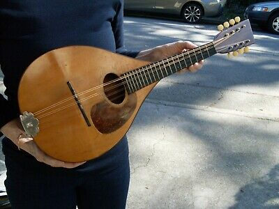 1925 MARTIN MODEL A MANDOLIN with padded case.