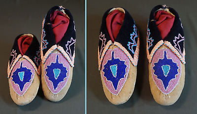 Very Fine Late 1800 (last quarter) Native American Delaware Beaded Moccasins