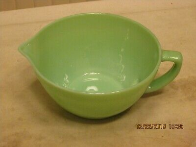 """Oven Ware Fire King Jadeite 7 1/2"""" Mixing Bowl with Handle and Spout Vintage"""