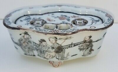 Fine Scenic Antique Chinese Qing Inkwell Famille Rose Porcelain Footed Lidded