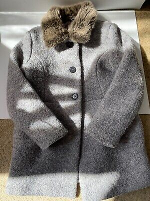 Girls grey winter coat with fake fur collar from Primark aged 7/8
